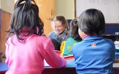 ネパールの子供たちの基礎教育をサポートするチャイルドケアボランティア